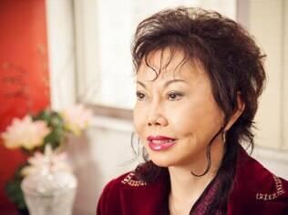 Edith Horibe é cirurgiã plástica especializada em cirurgia de ocidentalização