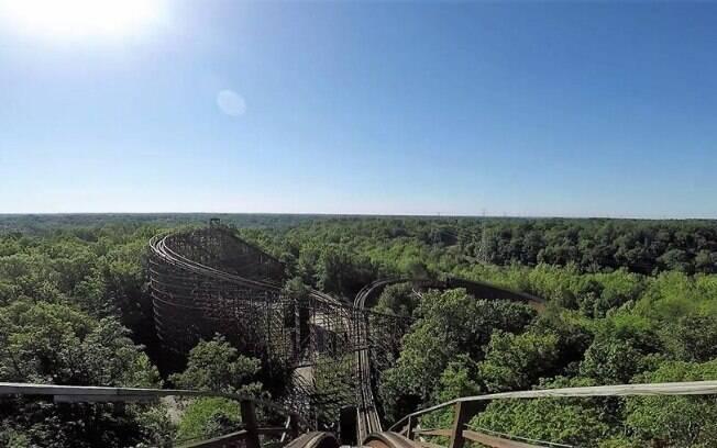 Inaugurando o top 10, a Beast é uma montanha-russa de madeira com 40 anos de idade no parque Kings Island