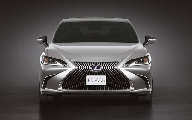 Lexus ES 300h 2021 sedã híbrido de luxo chega ao Brasil em versão única e estilo ousado, como de costume da marca