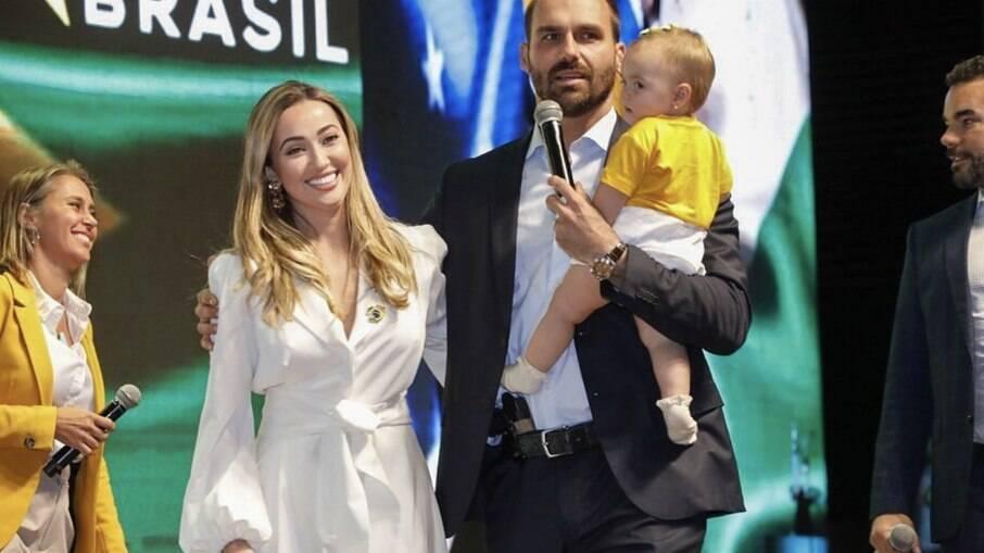 Eduardo Bolsonaro, Heloísa Bolsonaro e filha do casal