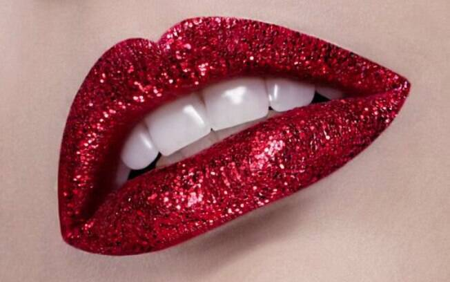 Glitter pode dar um charme a mais no batom