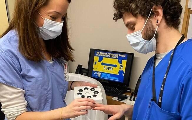 Profissionais da saúde usaram o dispositivo inteligente em testes