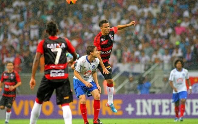 Bahia quebra tabu e bate o Vitória debaixo de chuva na Fonte Nova ... dbdc068e9959f