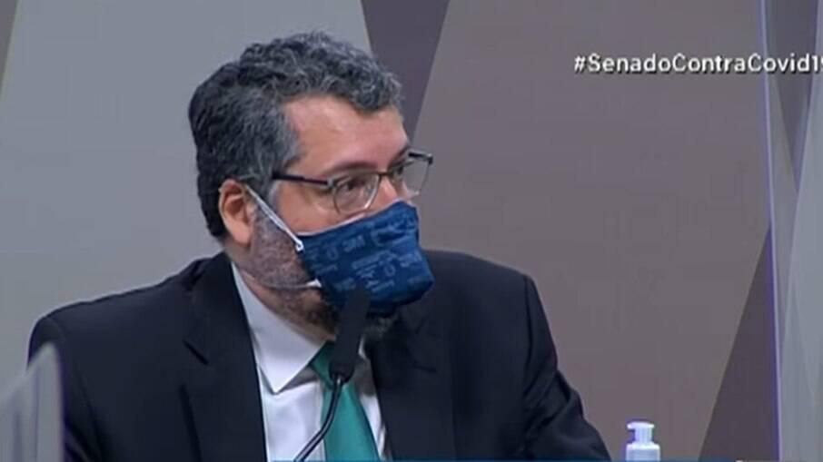 Ernesto Araújo durante sessão da CPI da Covid nesta terça-feira (18)