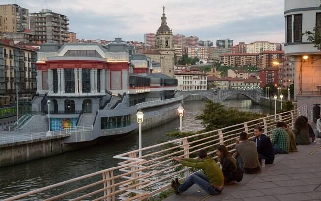 Quem quer o que fazer em Bilbao não pode deixar de passar no Mercado de la Ribera, com mais de 10 mil metros quadrados
