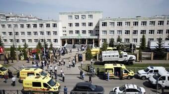 Jovem invade escola e mata oito pessoas a tiros; 21 ficaram feridas