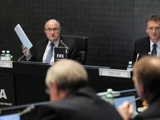 Entidade máxima do futebol recomenda punição a quem descumprir a nova regra