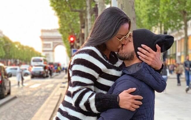 Gracyanne Barbosa posta foto com Belo e internautas veem irregularidade na relação