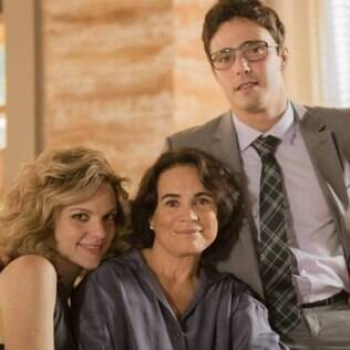 Esther (Regina Duarte) é lésbica e mãe dos gêmeos Luis (Thiago Rodrigues) e Laila (Maria Eduarda)