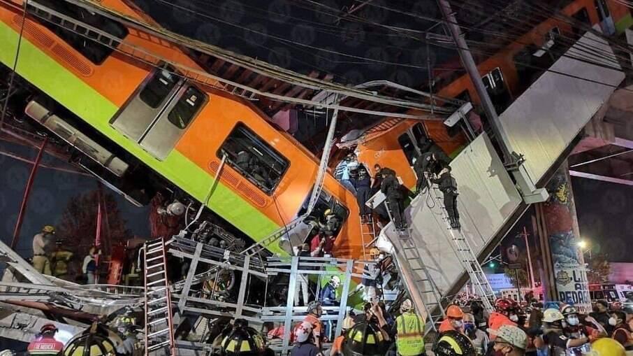 Trem descarrila, cai de viaduto e deixa dezenas de mortos na Cidade do México