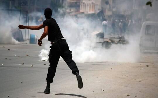 Polícia e manifestantes islâmicos entram em confronto na Tunísia - Mundo Árabe - iG
