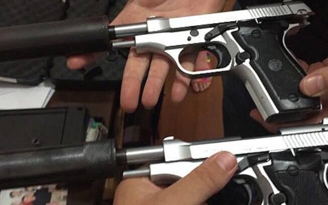 As investigações resultaram em 14 prisões, sendo três em flagrante por porte ilegal de arma, e na apreensão de quatro pistolas