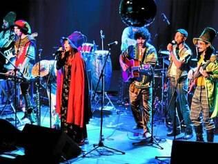 Diverso. Além de grupo cênico-musical, o Nem Secos mantém um centro cultural no bairro Bonfim