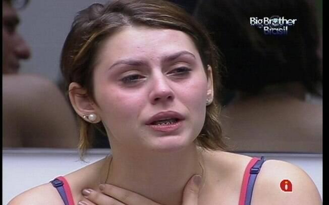 Sister não quer chorar, mas não aguenta a emoção e a saudade da mãe