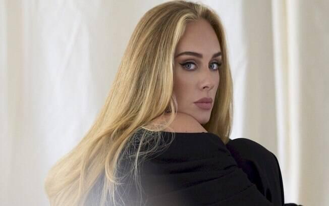 Adele anuncia retorno aos palcos