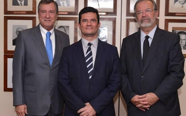 Sergio Moro e Raul Jungmann participaram da celebração do aniversário do Ministério da Justiça