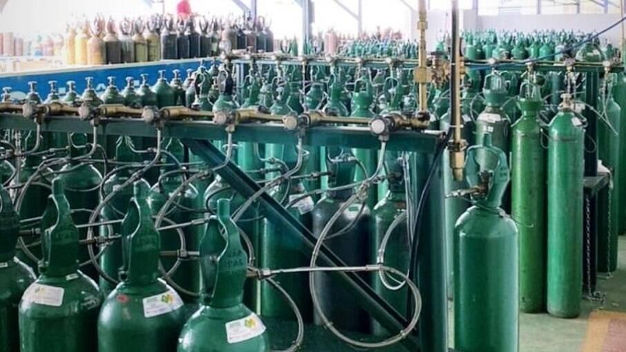 Cantor compartilhou foto dos cilindros que vai enviar para Manaus