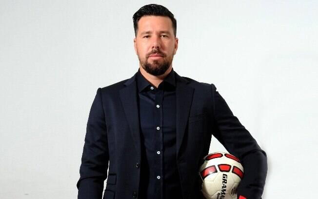 O ex-goleiro Doni lançou, junto com seu irmão, aplicativo que serve como 'peneiras virtuais' para clubes de futebol