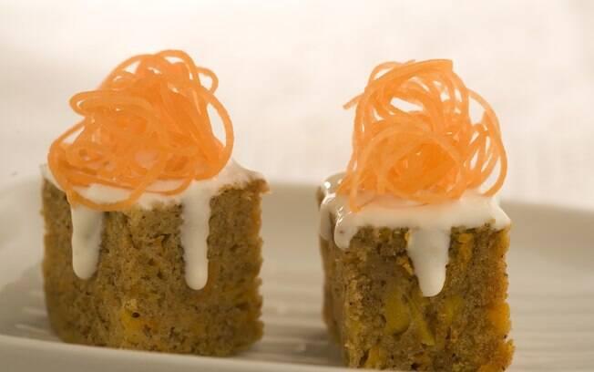 Foto da receita Bolo de cenoura com gengibre light pronta.