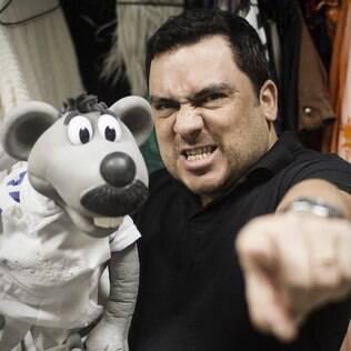 Eduardo Mascarenhas tem 40 anos de idade e, há 16, interpreta o Xaropinho do Ratinho