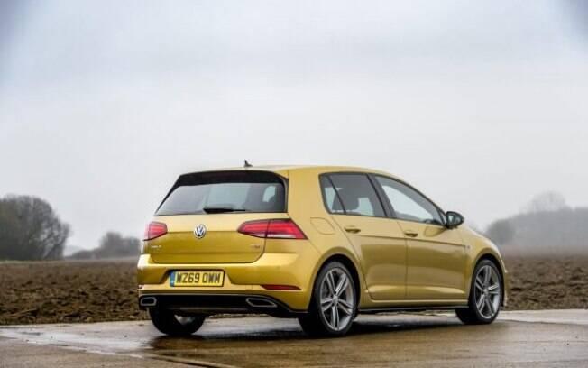 Combinação da cor amarelada com as rodas pintadas de cinza grafite estão entre os itens do VW Golf R-Line Edition