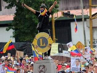 Estudantes protestam contra Maduro em várias cidades da Venezuela