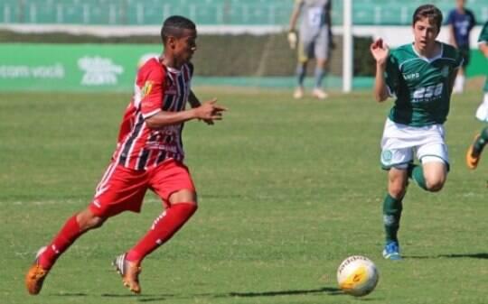 acb5216f36 Jogador da base do Botafogo-SP morre atingido por raio - Futebol - iG