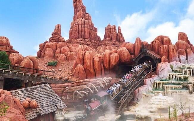 Quem curte montanha-russa, não pode perder esta atração, chamada Big Thunder Mountain,  na Disney em Tóquio