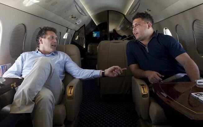 Jèrôme Valcke e Ronaldo durante visita do  secretário-geral da Fifa ao Brasil