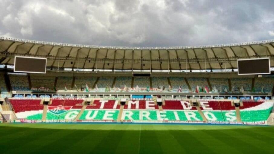 Mosaico preparado pela torcida do Fluminense para o jogo contra o River Plate