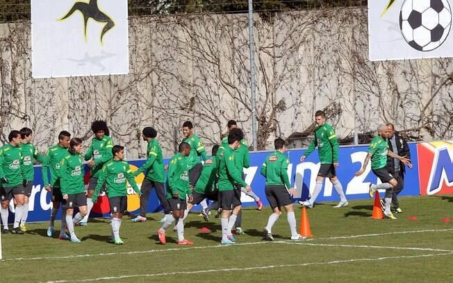 Daniel Alves e companhia no treino sob o  comando de Felipão
