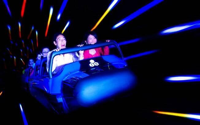 A Space Moutain, também na Disney em Tóquio, é outra atração que traz aos viajantes muita aventura; confira