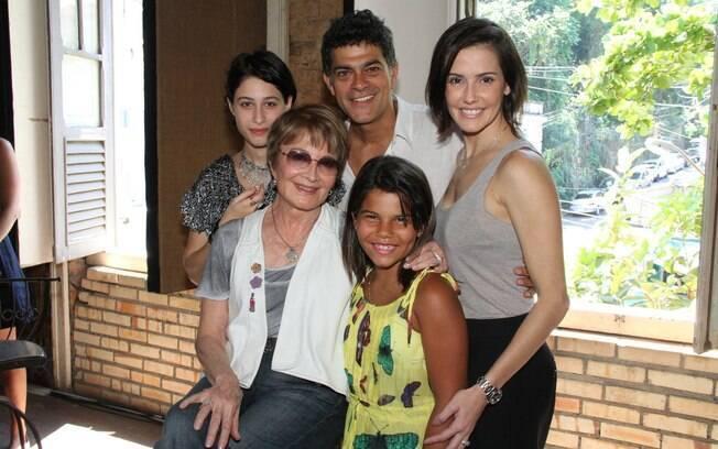 Luisa Arraes, Eduardo Moscovis, Deborah Secco, Glória Menezes e Laura Barreto: elenco da série