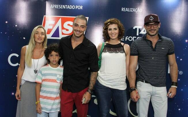 Os atores Felipe Titto e Kiko Pissolato de 'Amor à Vida' se encontraram no espetáculo