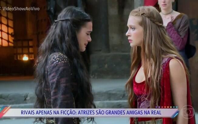Bruna Marquezine e Marina Ruy Barbosa protagonizam matéria no