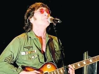 Gary Gibson é considerado o melhor cover de John Lennon ativo no mundo, tendo se apresentado em mais de 15 países