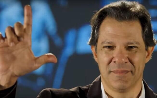Fernando Haddad visitou o ex-presidente Lula pela primeira vez após as eleições 2018 nesta segunda-feira (7)
