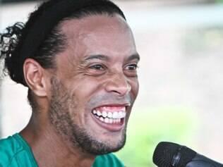 Ronaldinho Gaúcho era só alegria na volta aos treinos com os companheiros