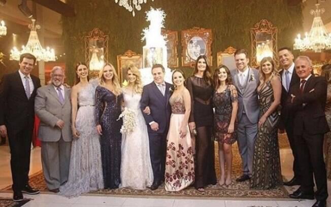 O casamento de Beca Milano contou com a presença de várias estrelas do SBT e os looks das famosas chamaram atenção