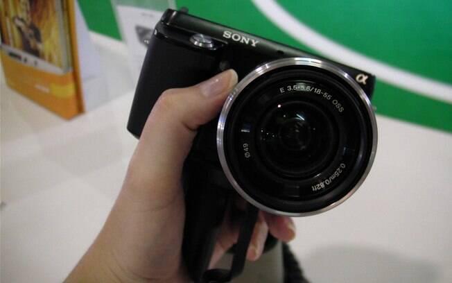 Nex-F3: aposta da Sony para câmeras semi-profissionais representarem 20% de todas as vendas no Brasil