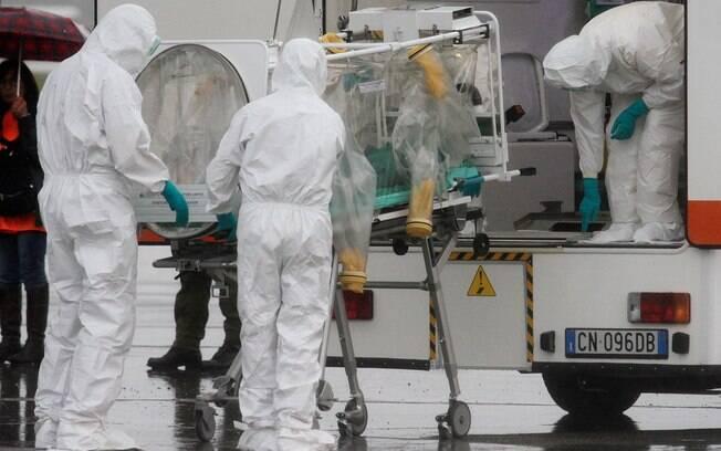 Organizações como a OMS e o Médicos Sem Fronteiras viajaram para o epicentro do surto de ebola no último dia 8