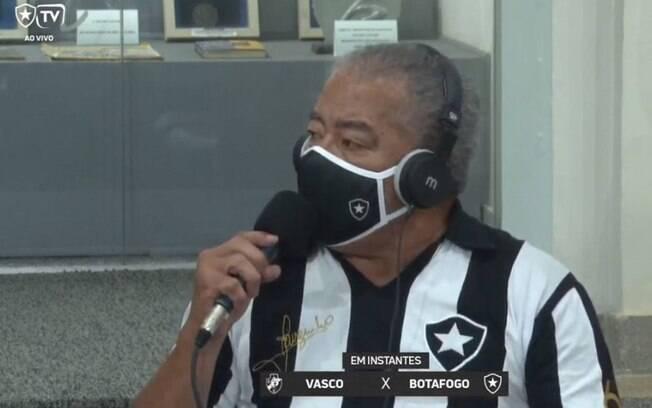 Vídeo: ídolo do Botafogo faz comentário machista sobre bandeirinha: 'Bota pra lavar roupa'