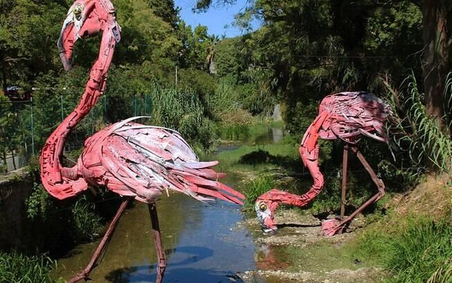 Artur Bordalo cria esculturas de animais a partir de objetos qe viraria lixo