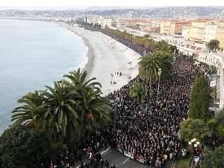 Foto da marcha em Nice, no litoral francês