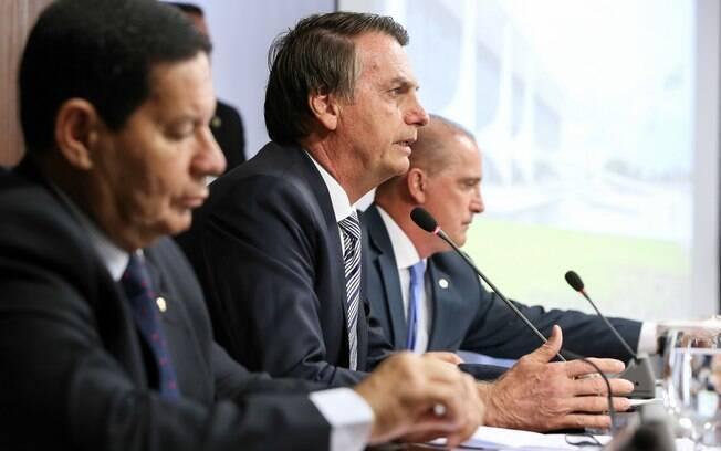 Presidente Bolsonaro comparou o salário mínimo ao auxílio-reclusão e criticou que presos recebam mais que trabalhadores