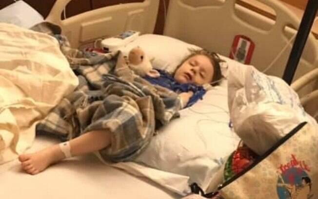 Mãe fala que o filho teve uma infecção no estômago após ingerir 13 pedaços de imã que se soltaram de brinquedo quebrado