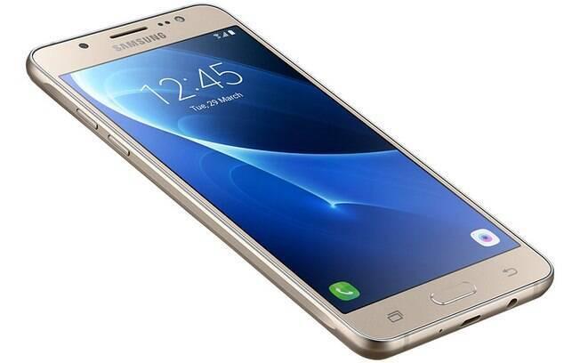 Galaxy J5: Uma boa multimídia aliada a um preço acessível leva o aparelho a ser considerado um dos melhores celulares atualmente.