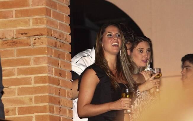 Na comemoração dos 22 anos de dupla, Graciele estava presente, mas como sempre, afastada do palco e distante dos flashes