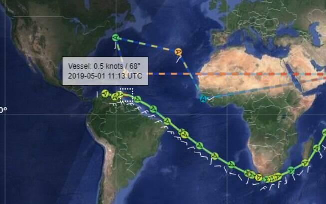Comparação de dois trajetos do navio suspeito.