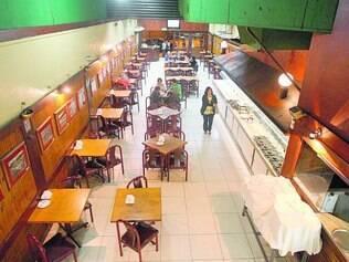 Herói da resistência. O tradicional restaurante La Greppia, por estar perto de um batalhão da Polícia Militar, fica aberto 24 horas